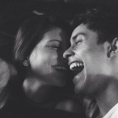 Amor de parejas goals riendo