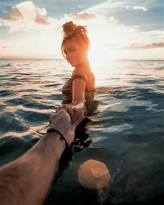 Fotos de parejas en la playa al atardecer