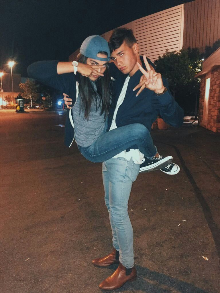 parejas haciendo poses